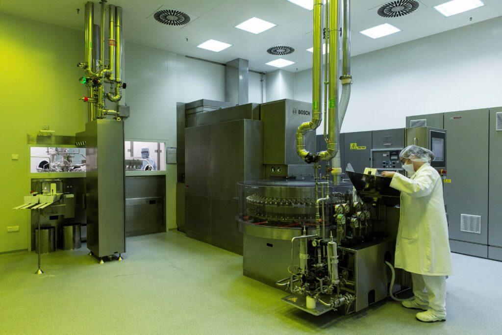 New sterile filling line Aenova Gronau