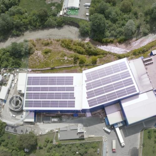 Aktiver Umweltschutz mit erneuerbaren Energien am Aenova-Standort in Cornu